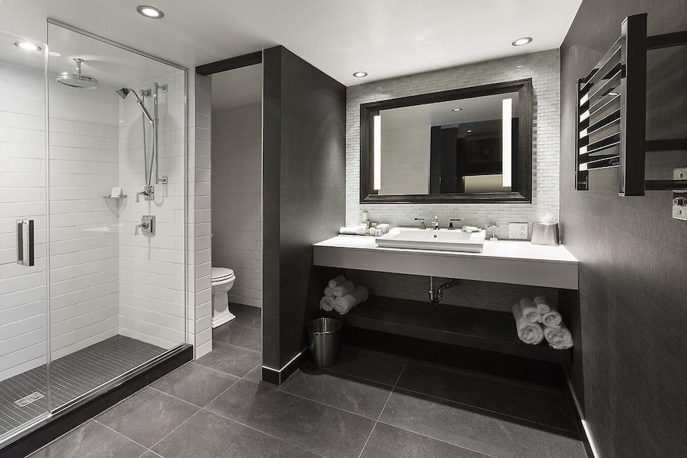 https://i.travelapi.com/hotels/1000000/10000/600/560/0d6f6054_z.jpg