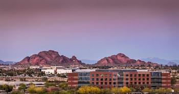 Guestroom at Crowne Plaza Phoenix - Phx Airport in Phoenix