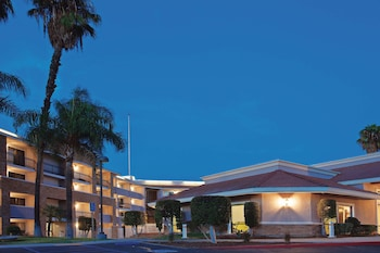 La Quinta Inn & Suites by Wyndham Pomona