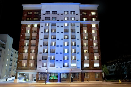 . Holiday Inn Express Suites Downtown