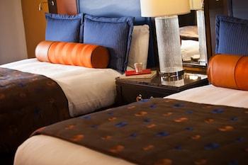 Guestroom at Renaissance Phoenix Downtown in Phoenix