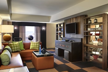 Guestroom at Renaissance Phoenix Downtown in Phoenix
