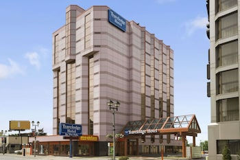 Book Travelodge Hotel by the Falls in Niagara Falls.