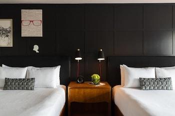 Guestroom at Renaissance Philadelphia Downtown Hotel in Philadelphia
