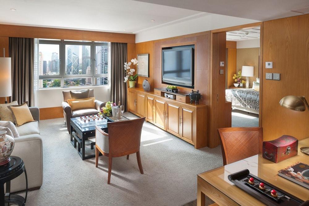 https://i.travelapi.com/hotels/1000000/10000/6100/6095/a9a9cec6_z.jpg