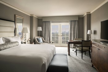 Premier Room, 1 King Bed, Balcony (High Floor)