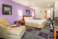 Deluxe Room, 1 King Bed, Accessible, Bathtub