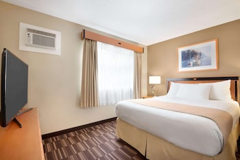 1 King Bed (lobby Level) Non-pet Friendly