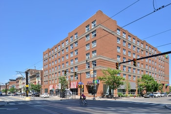 Holiday Inn Express & Suites Buffalo Downtown photo