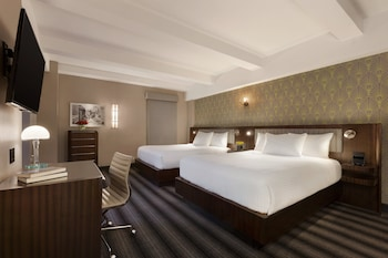 Signature  2 Queen Beds