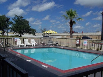 Book Days Inn Downtown - Riverwalk Area in San Antonio.