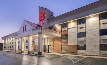 Hotel - Red Roof Inn & Suites Cleveland - Elyria