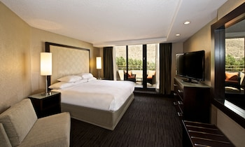 Suite, 1 King Bed with Sofa bed, Mountain View