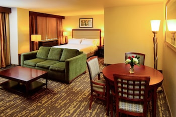 Junior Suite, 1 King Bed, Accessible, Business Lounge Access