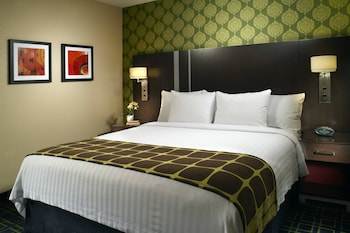 Guestroom at Fairfield Inn & Suites by Marriott Washington, DC/Downtown in Washington