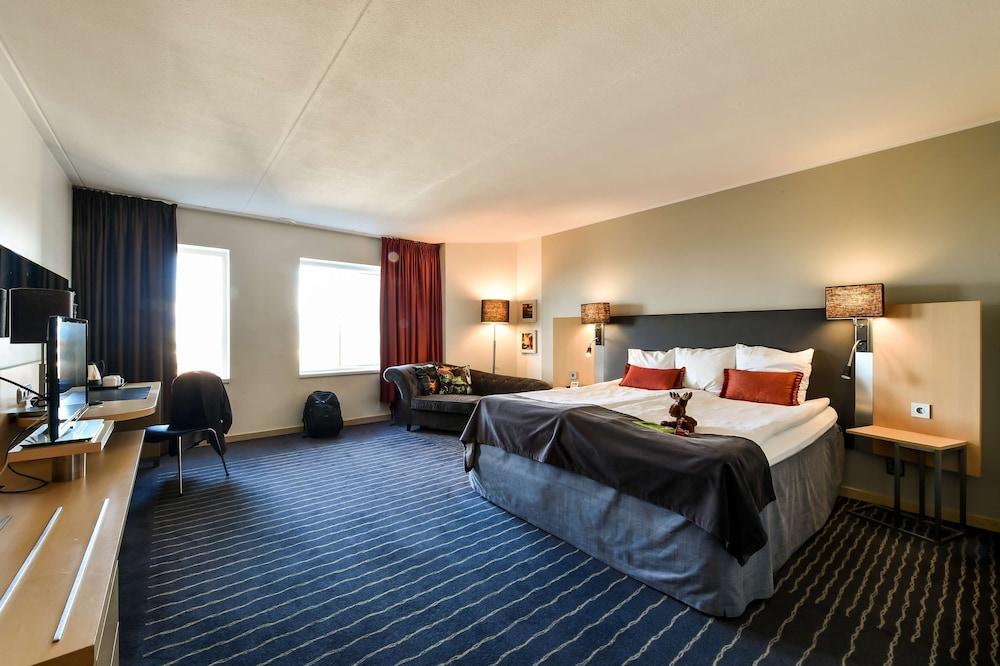https://i.travelapi.com/hotels/1000000/10000/6400/6372/49605917_z.jpg