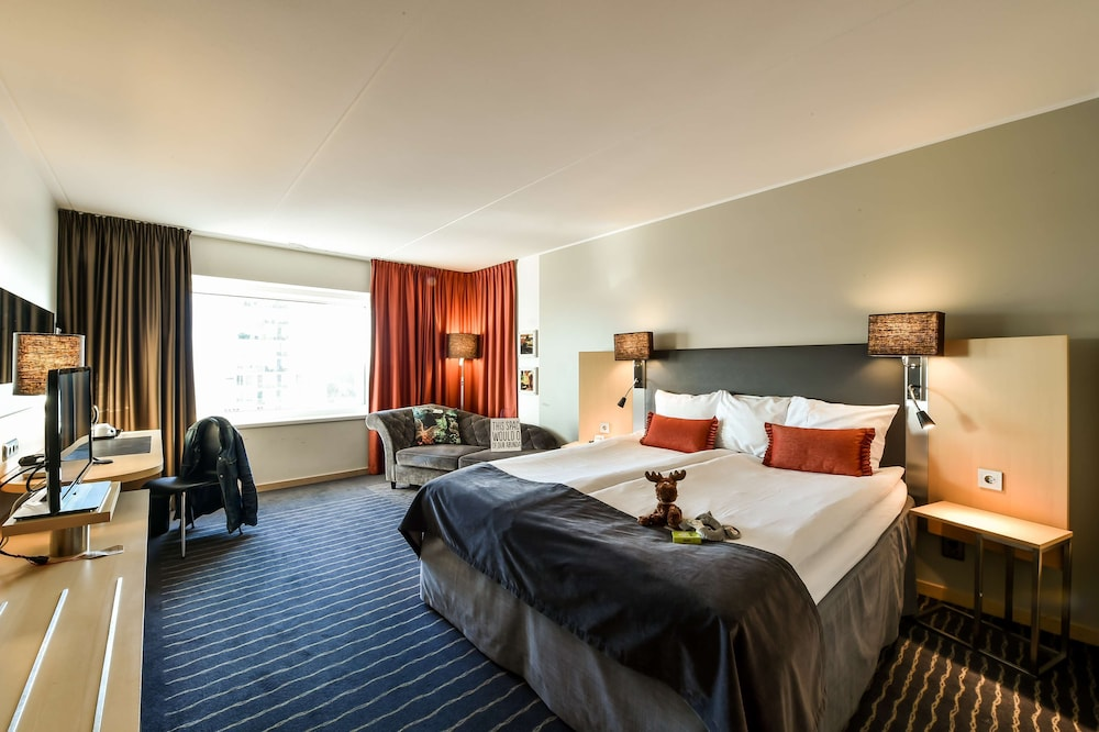 https://i.travelapi.com/hotels/1000000/10000/6400/6372/4cf2d338_z.jpg