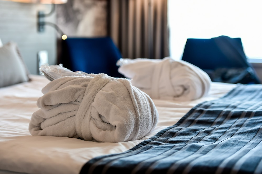 https://i.travelapi.com/hotels/1000000/10000/6400/6372/d0d15ca1_z.jpg