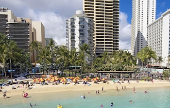 雅詩頓威基基環形飯店 Aston Waikiki Circle Hotel