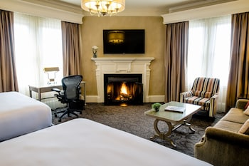 Executive Room, 2 Queen Beds, Fireplace