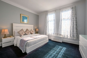 Standard Room, 1 King Bed, Lake View