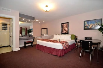 Suite, 1 King Bed, Non Smoking, Jetted Tub (Theme Room)