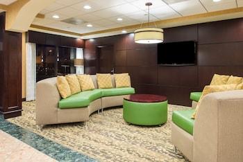 Lobby Sitting Area at Holiday Inn Express Philadelphia NE - Bensalem in Bensalem
