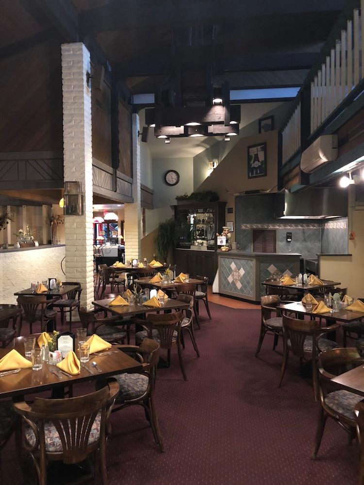 퀄리티 인 & 스위트(Quality Inn & Suites) Hotel Image 49 - Restaurant