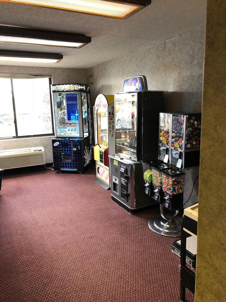 퀄리티 인 & 스위트(Quality Inn & Suites) Hotel Image 42 - Game Room