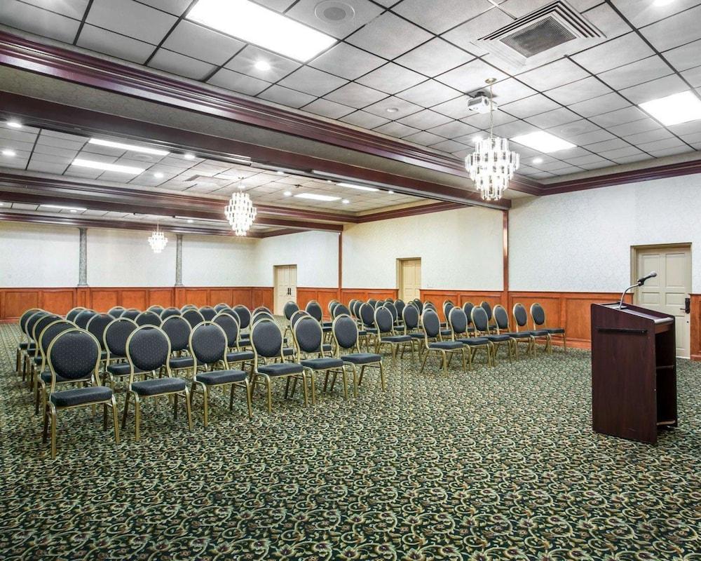 퀄리티 인 & 스위트(Quality Inn & Suites) Hotel Image 56 - Meeting Facility