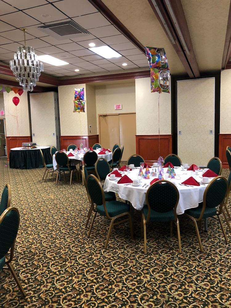 퀄리티 인 & 스위트(Quality Inn & Suites) Hotel Image 55 - Banquet Hall