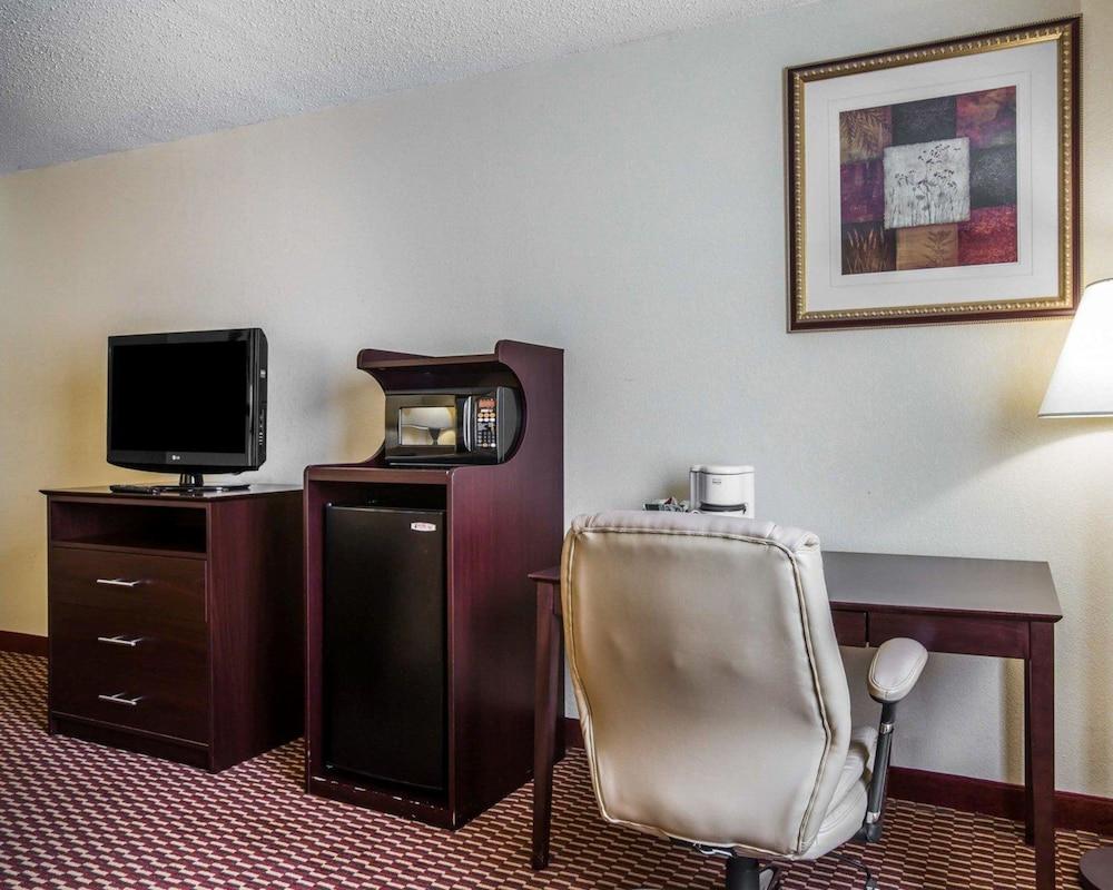 퀄리티 인 & 스위트(Quality Inn & Suites) Hotel Image 16 - Guestroom