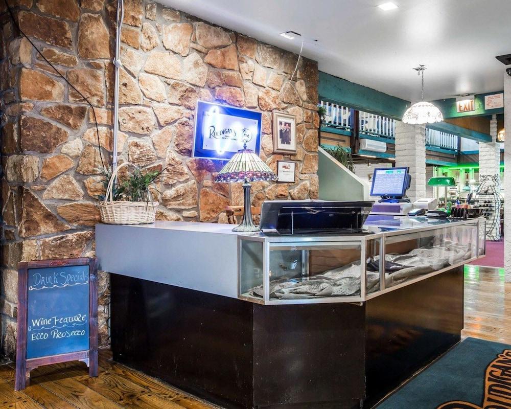 퀄리티 인 & 스위트(Quality Inn & Suites) Hotel Image 52 - Restaurant