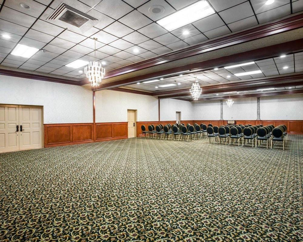 퀄리티 인 & 스위트(Quality Inn & Suites) Hotel Image 57 - Meeting Facility