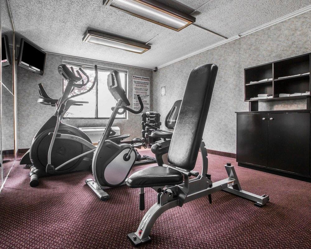 퀄리티 인 & 스위트(Quality Inn & Suites) Hotel Image 41 - Fitness Facility