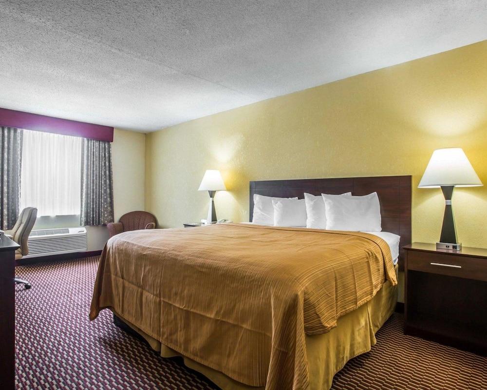 퀄리티 인 & 스위트(Quality Inn & Suites) Hotel Image 24 - Guestroom