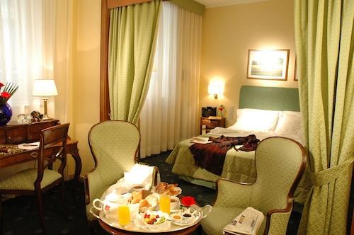. Napoleon Hotel