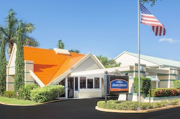 Howard Johnson by Wyndham Vero Beach / Downtown