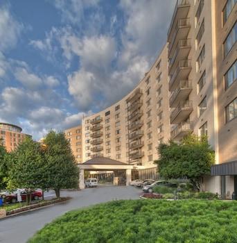阿靈頓法院套房凱隆精選飯店 Arlington Court Suites, a Clarion Collection Hotel