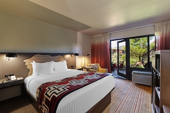 Premium Room, 1 Queen Bed (Courtyard)