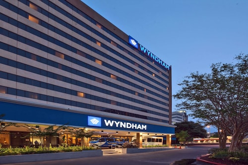 . Wyndham Houston - Medical Center Hotel and Suites