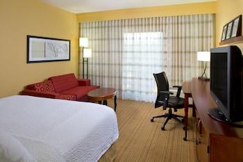 Room, 2 Queen Beds, View, Poolside