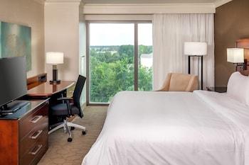Guestroom at Delta Hotels by Marriott Chesapeake Norfolk in Chesapeake