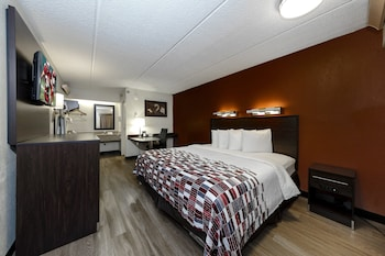 Superior Room, 1 King Bed, Non Smoking, Refrigerator & Microwave