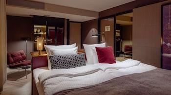 Room, 1 King Bed (Spacious - Sleep)