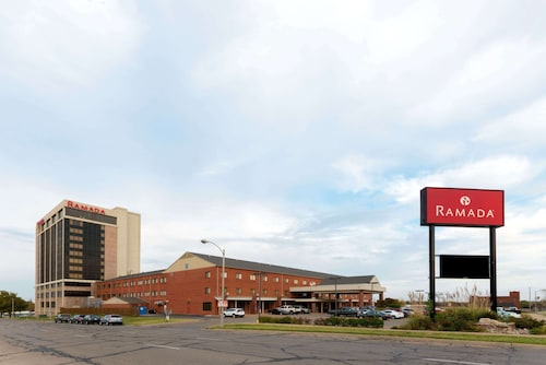 . Ramada Hotel & Convention Center by Wyndham Topeka Downtown