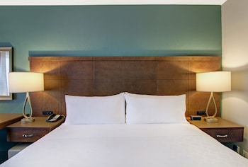 Suite, 2 Bedrooms, Non Smoking, Kitchen (1 King Bed & 2 Queen Beds)