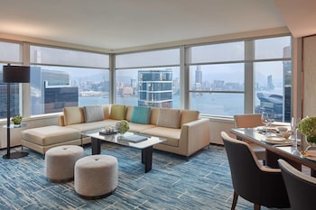 Bauhinia Suite, 1 Bedroom, 1 King Bed, Business Lounge Access, Harbor View