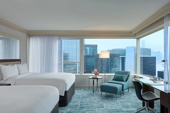 Hong Kong Suite, 1 Bedroom, 2 Double Beds, Business Lounge Access, Harbor View