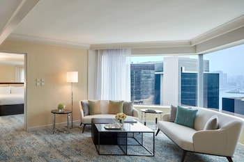Executive Suite, 1 Bedroom, Business Lounge Access, Harbor View